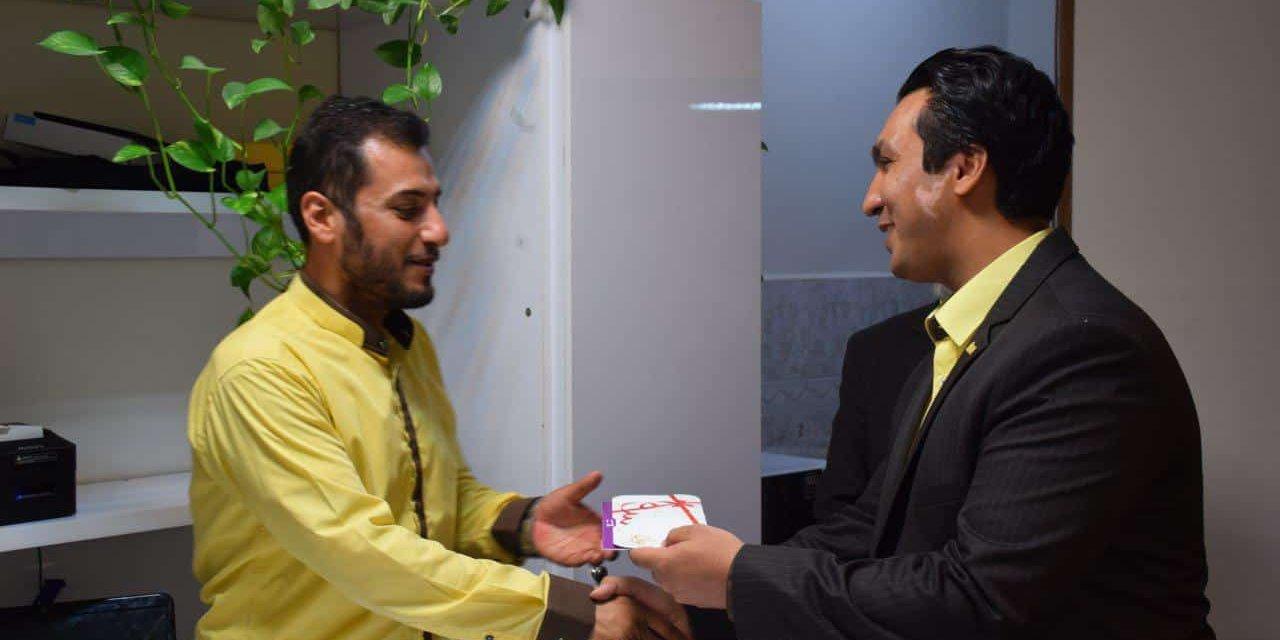 اهدا هدایای روز کارمند در دفاتر شرکت محک