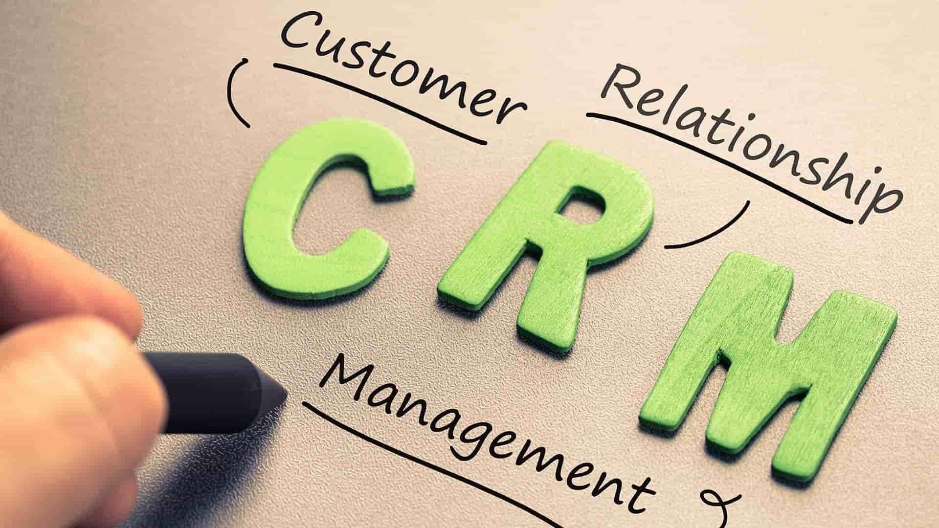 مزایای CRM | نرمافزار مدیریت ارتباط با مشتری چگونه باعث افزایش فروش میشود؟