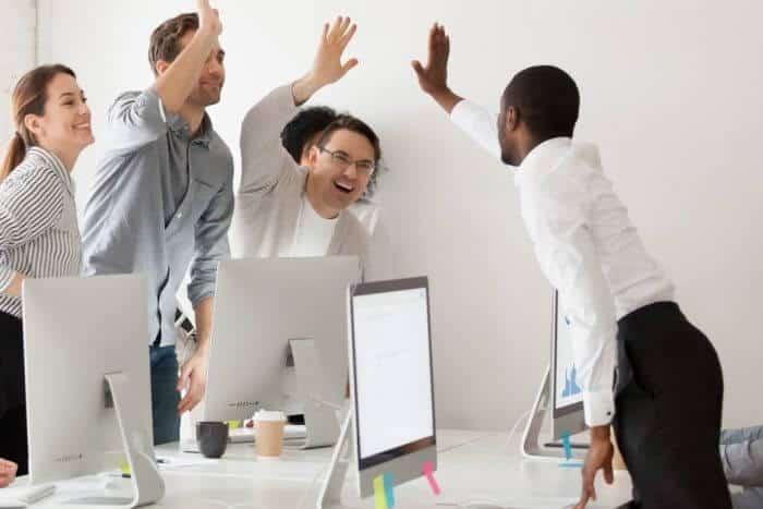 ایجاد انگیزه در کسبوکار برای کارمندان