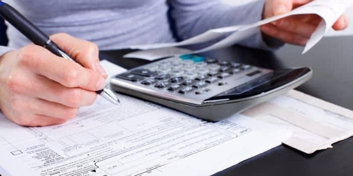 ۴.  هزینههای شخصی و تجاری خود را جدا کنید
