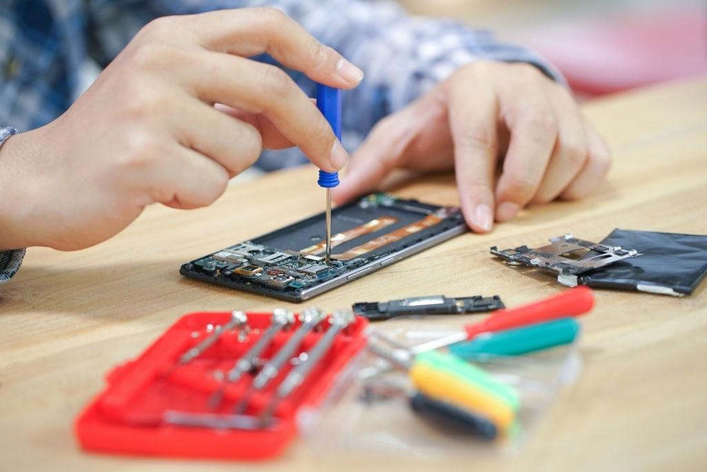 مغازه تعمیرات موبایل 3