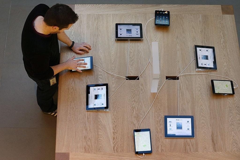چند تبلت و موبایل متصل به یک واحد