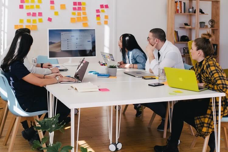 کارکنان خود را در دوره های آنلاین آموزشی ثبت نام کنید