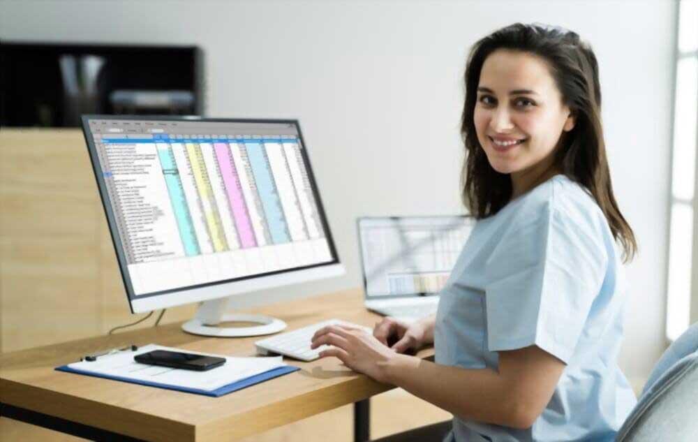 چه کسی کدینگ حسابداری فست فود را انجام میدهد؟